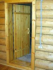 Правильно вставленная дверь в баню (фото)