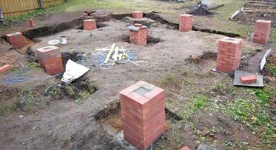 Столбчатый кирпичный фундамент для бани из бруса (фото)