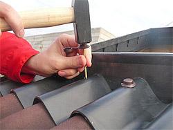 Монтаж ондулина на крышу (фото)
