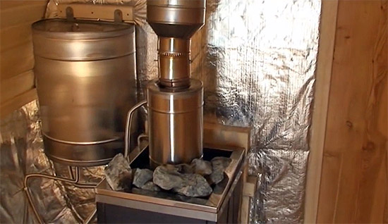 Печь-каменка в бане-бочке (фото)